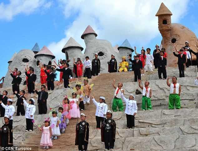Dwarfs in China's Dwarf Park