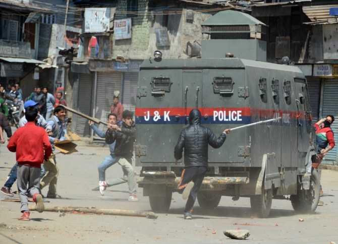 Kashmir  violence unabated