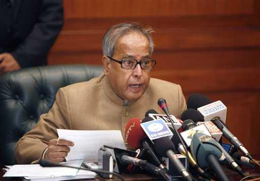 Finance Minister  Mukherjee  briefs  the  media
