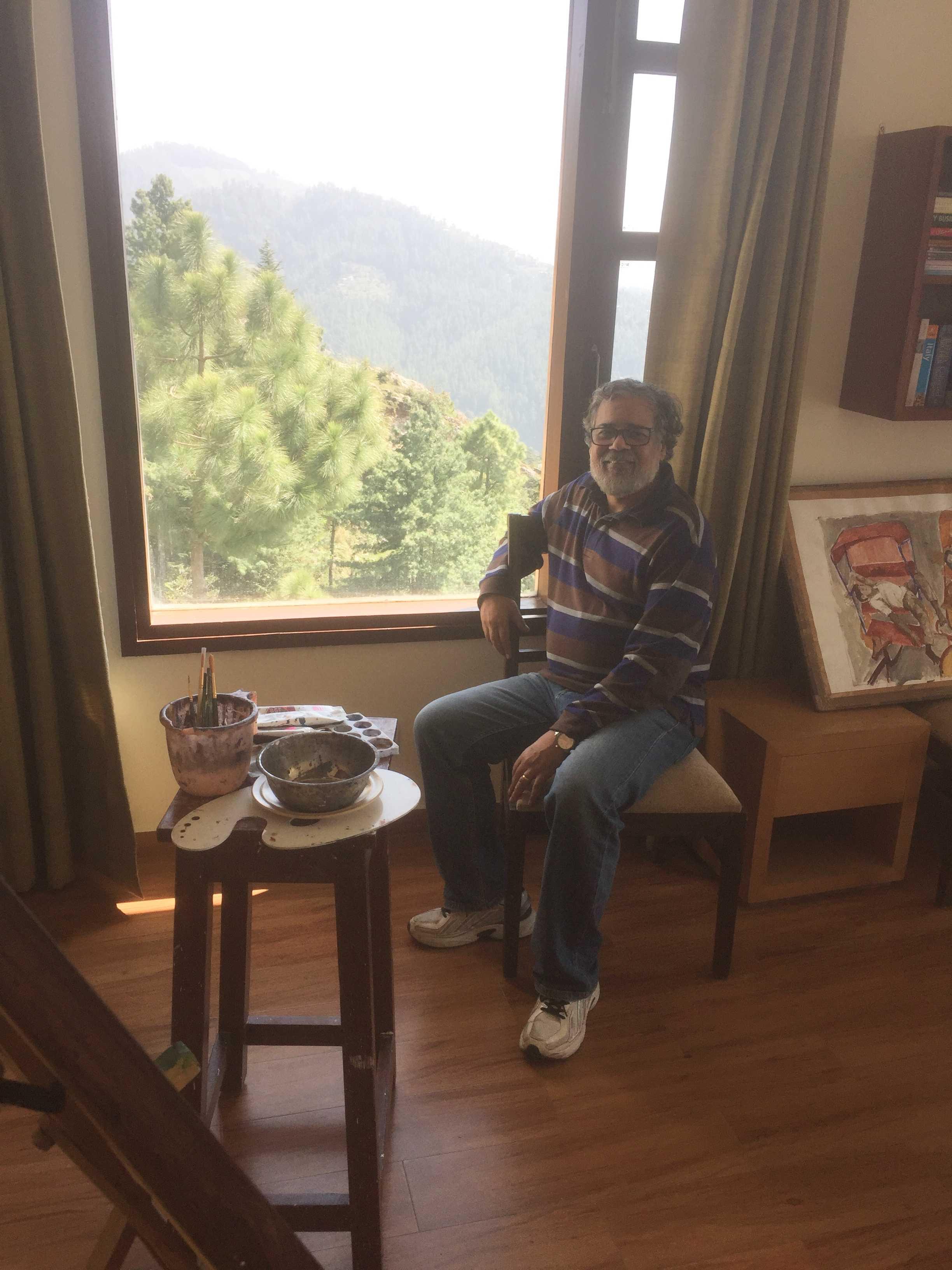 Ranjan Kaul in his studio at Shimla-fnbworld