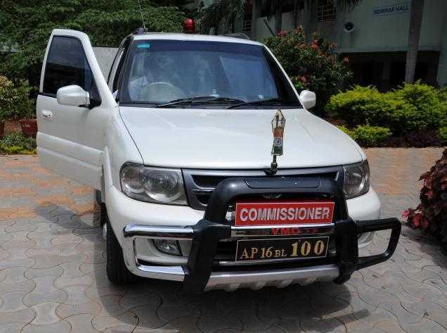 An IAS officer's car-fnbworld