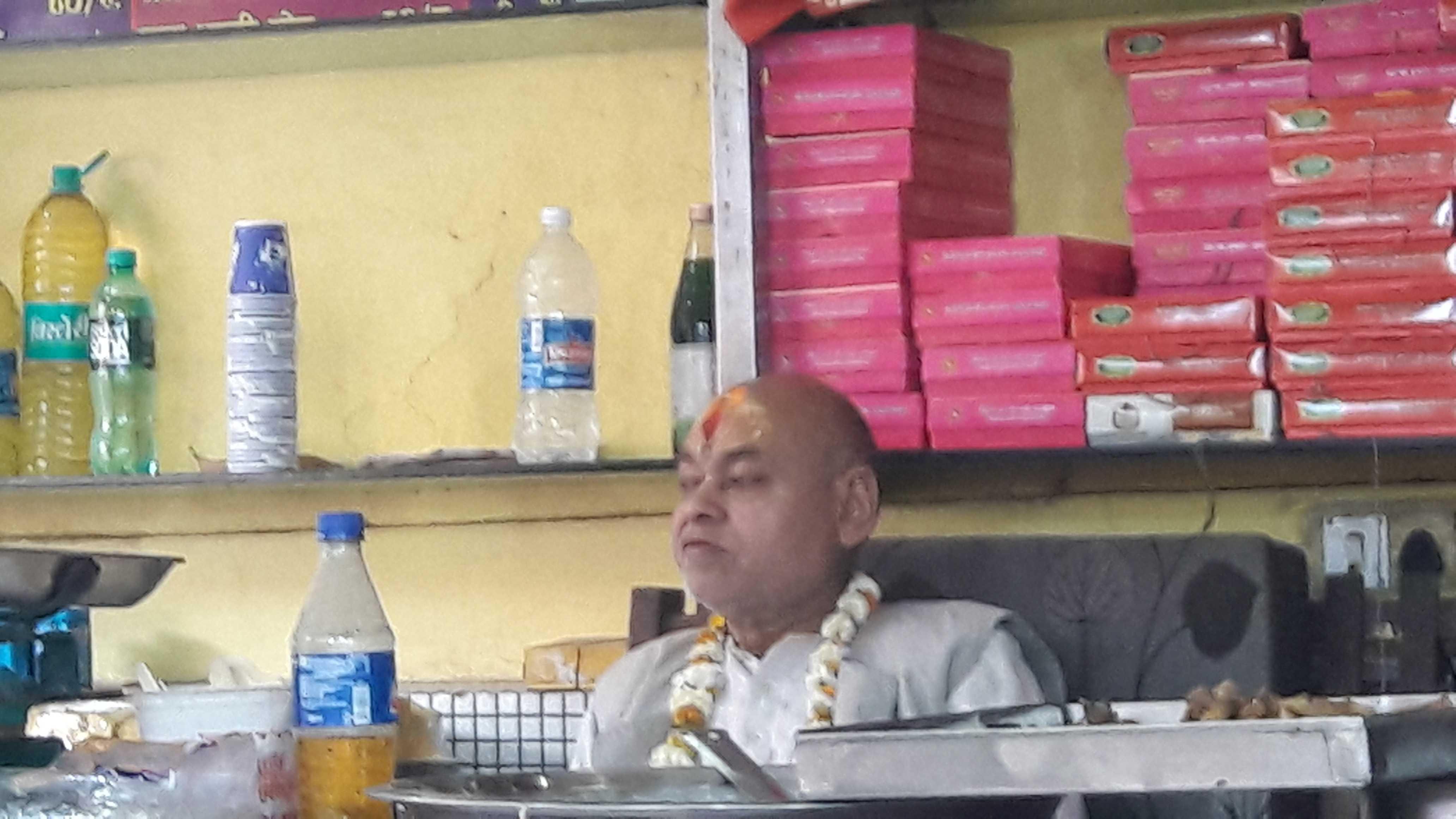 A restaurant owner in vrindavan-fnbworld
