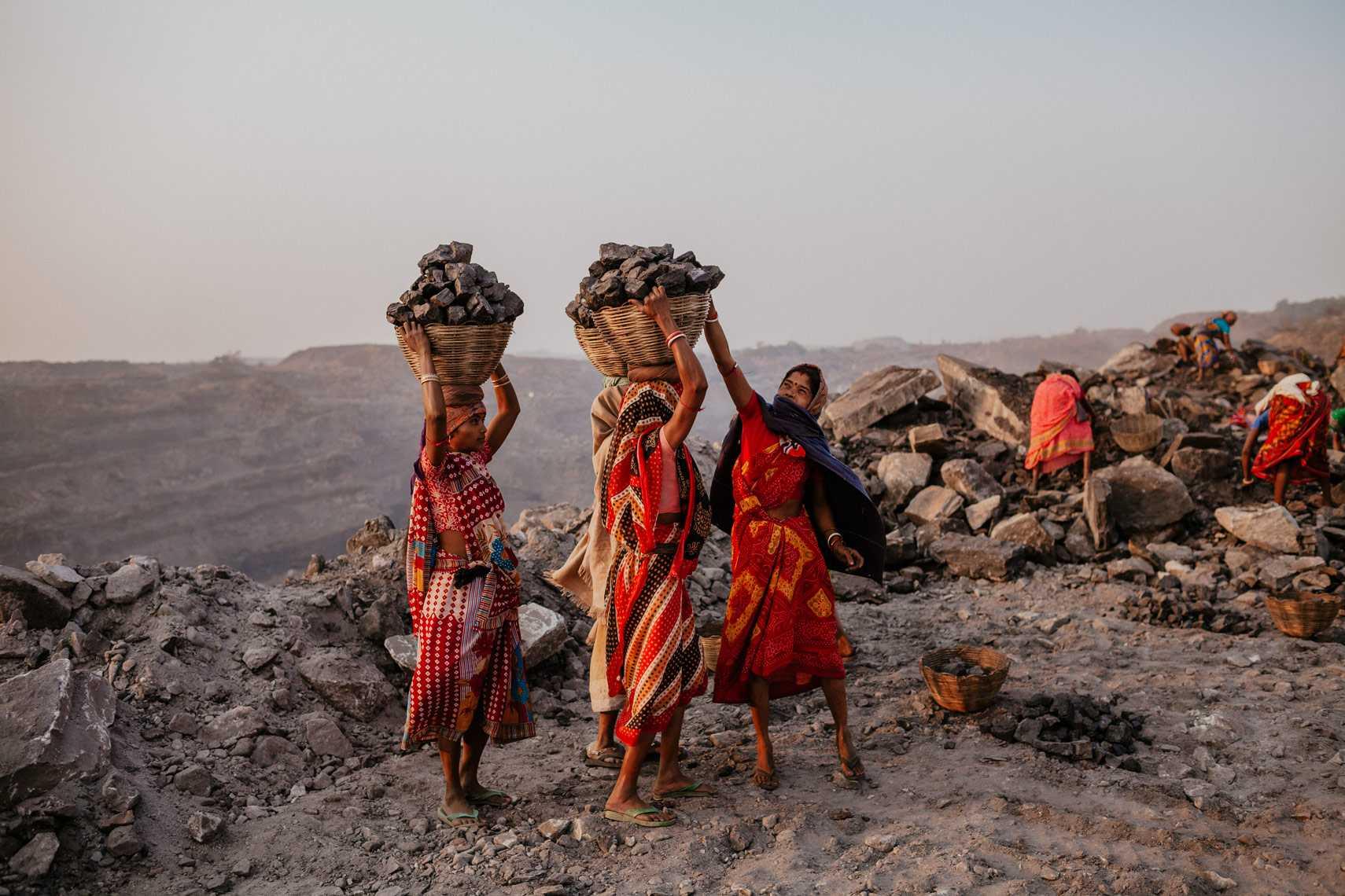 Women at work in mines-fnbworld