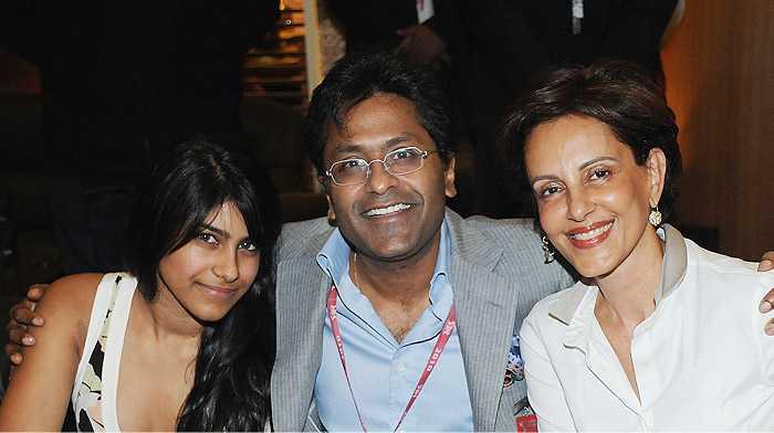 Lalit Modi (center) - fnbworld