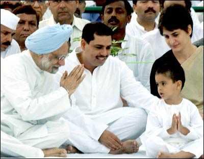 Manmohan Singh with Gandhis-fnbworld