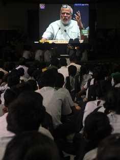 PM Modi addressing school children-fnbworld