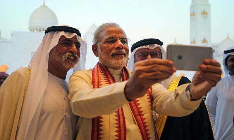 PM Modi in UAE taking a selfie-fnbworld
