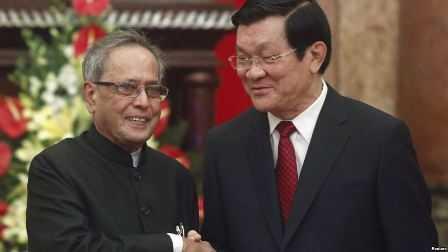 Indian President Pranab Mukherjee with Vietnam's President Trương Tấn Sang - fnbworld
