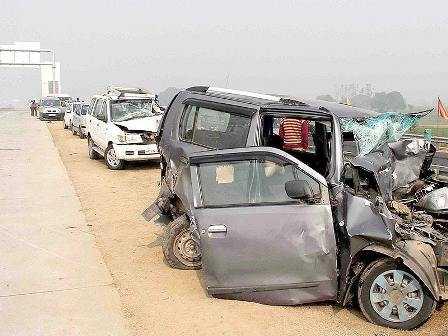 Mangled automobiles at Yamuna Expressway-fnbworld