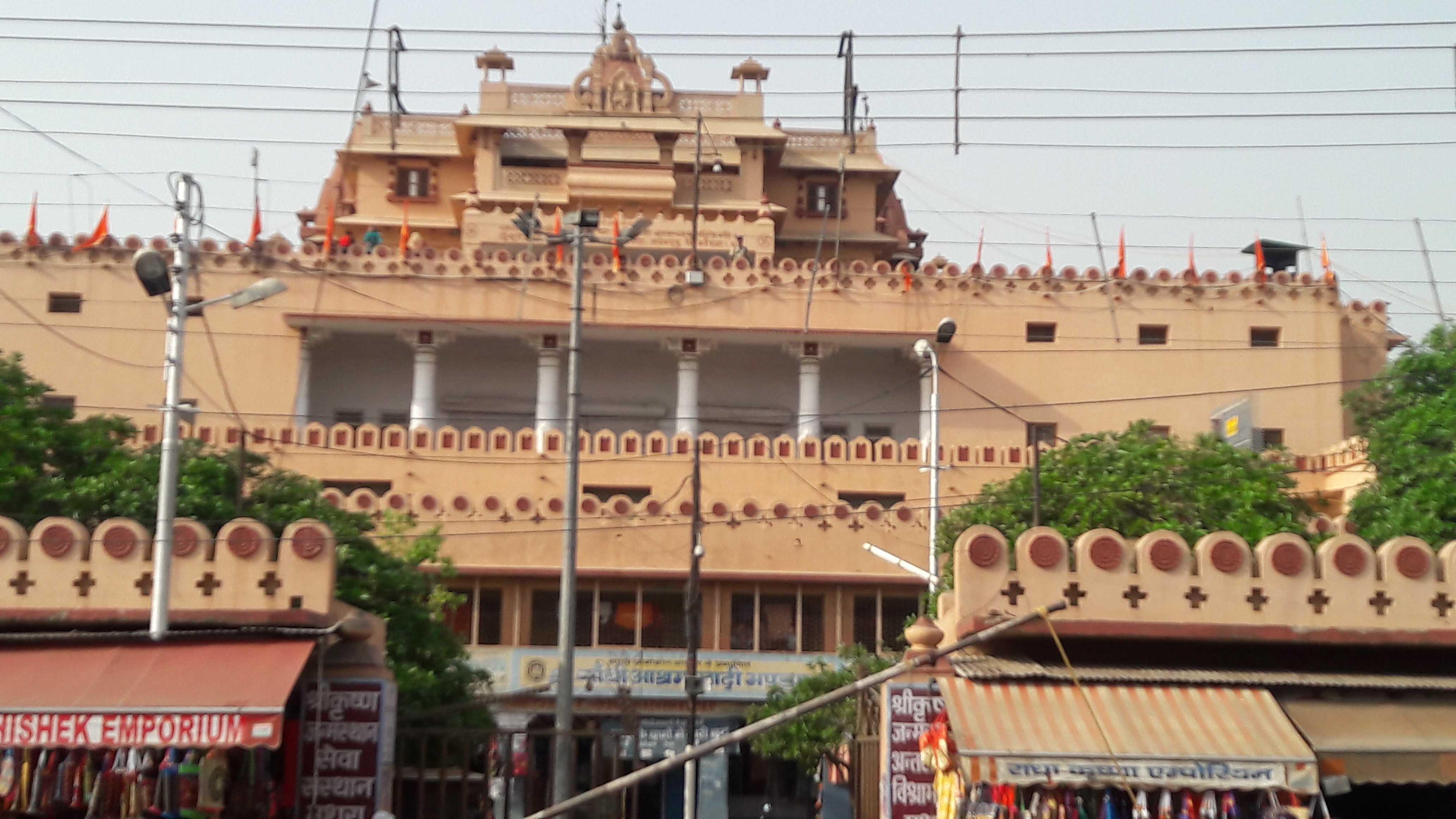 Brijbasi temple in Mathura-fnbworld