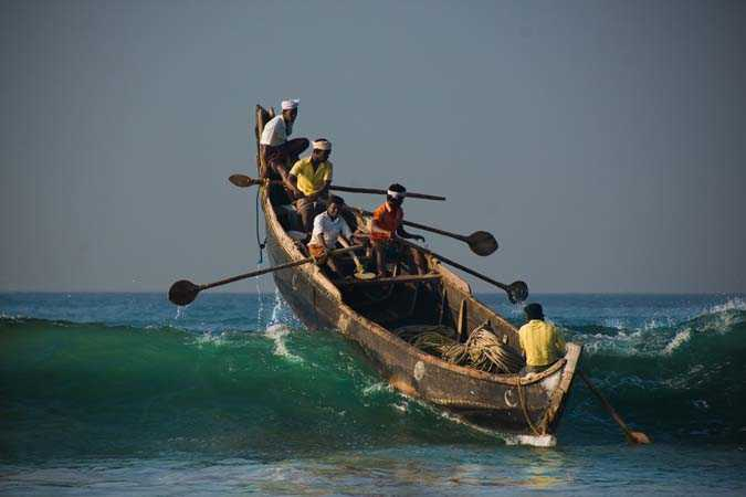 Indian fishermen caught by Pakistan-fnbworld