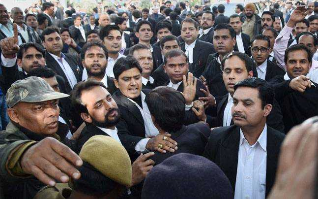Lawyers beat up  journlists