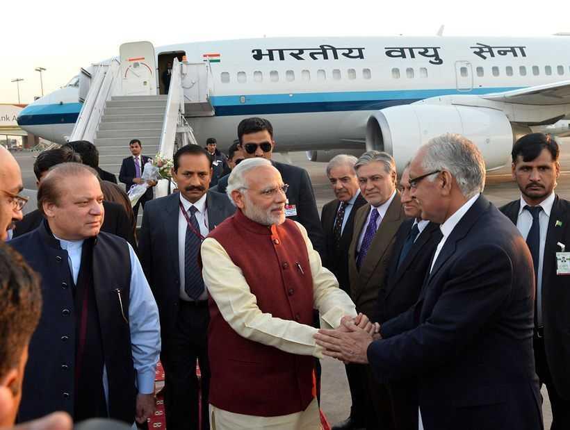 PM Modi at Lahore airport-fnbworld