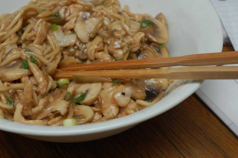 Shredded chicken with noodles/lo mein