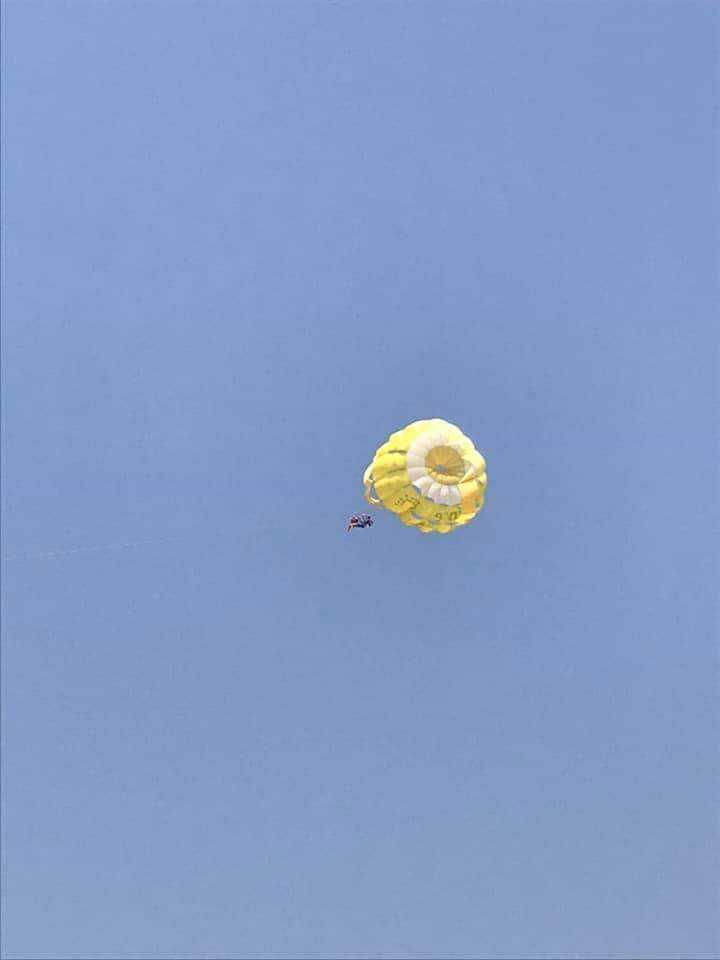 yeshi  seli parasailing in goa-fnbworld